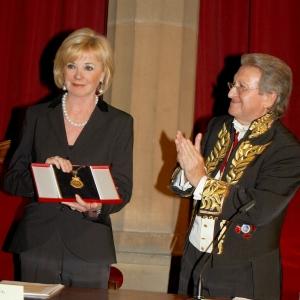 Excma. Sra. Dña. Liz Mohn, Presidenta de la Fundación Bertelsman recibe la medalla de honor de la RACEF - 16/10/2008