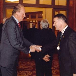 Fotografía de familia con motivo de la visita de S.M. El Rey Juan Carlos I a la sede social de nuestra Real Corporación,16-02-2004 - 16/02/2004