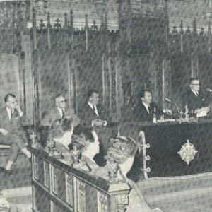 Excmo. Sr. Dr. D. Ricardo Piqué Batlle, Presidente de la Real Academia de Ciencias Económicas y Financieras, glosando el significado del ciclo de conferencia, 27/02/1967 - 27/02/1967