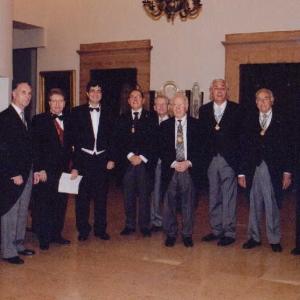 Foto Familia en el ingreso de Josep Maria Coronas Guinart de Número,17/06/2004  - 17/06/2004