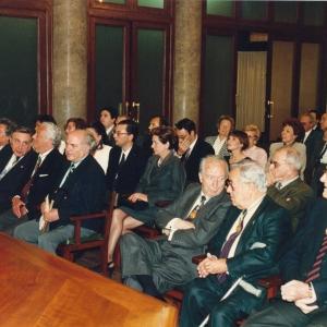 Académicos y asistentes al ingreso del Ilmo. Sr. Dr. D. Francisco Jover Balaguer, 5 de Mayo de 1994 - 05/05/1994