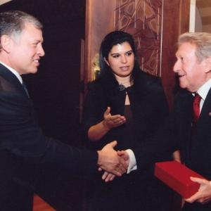 S.M. el Rey Abdalá II de Jordania, S.A.R. la Princesa Sumaya bint El Hassan y el Dr. Jaime Gil Aluja (8-11-2010) - 08/11/2010
